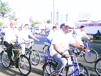 Cops ask hotels to allow cycles on car-free days
