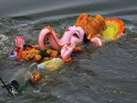 Politicos, residents join hands to bid green farewell to Ganpati