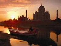 Taj vicinity 'lacks dignity', says report